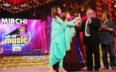 Anandji Virji Shah being awarded life time achievement award at Mirchi Music Awards 2014