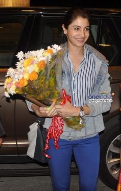Anushka Sharma off to Sri Lanka for Bombay Velvet shoot
