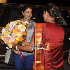 Anushka Sharma welcomed at Mumbai International Airport