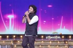 Arijit Singh performing at Mirchi Music Awards 2014