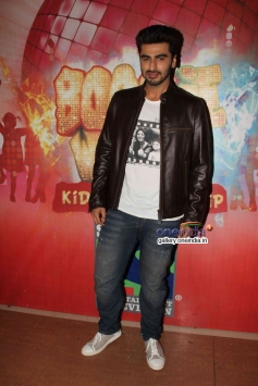 Arjun Kapoor on the sets of Boogie Woogie Kids Championship to promote film Gunday
