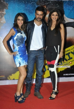 Ayesha, Harman and Shilpa at launch of song Tu Mere Type Ka Nahi Hai from film Dishkiyaoon