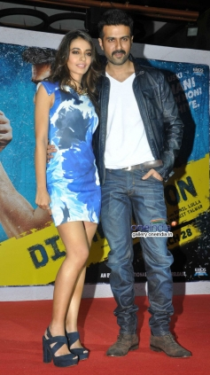 Ayesha Khanna, Harman Baweja at launch of song Tu Mere Type Ka Nahi Hai from film Dishkiyaoon