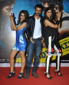 Ayesha Khanna, Harman and Shilpa at launch of song Tu Mere Type Ka Nahi Hai from film Dishkiyaoon