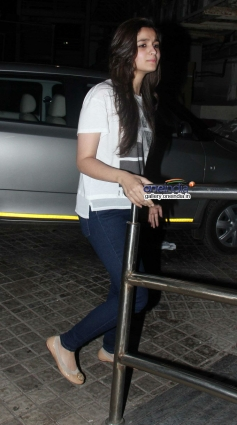 Alia Bhatt arrive during the Highway special screening at PVR