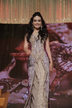 Surbhi Jyoti at GR8 Women Awards 2014