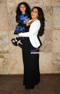 Vidya Balan with a kid at Shaadi Ke Side Effects special screening