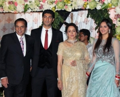 Dharmendra and Hema Malini at Ahana Deol's Delhi wedding reception