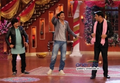 Farhan Akhtar performs on the sets of Comedy Nights with Kapil
