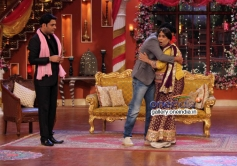 Farhan Akhtar promotes SKSE film on the sets of Comedy Nights with Kapil