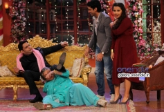 Farhan and Vidya promotes SKSE film on the sets of Comedy Nights with Kapil