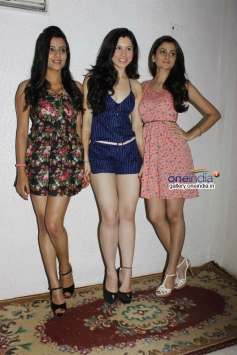 Glamorous Girls on shoot for hindi film Sex and Demon