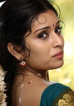 Hardika Shetty still from Aal