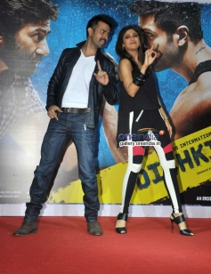 Harman and Shilpa performs at launch of song Tu Mere Type Ka Nahi Hai from film Dishkiyaoon