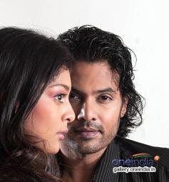 Jeevan and Soundarya Jayamala still from Thuthan