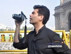 Karan Johar turns photographer for a day