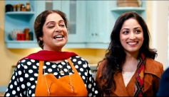 Kiron Kher and Yami Gautam still from film Total Siyapaa