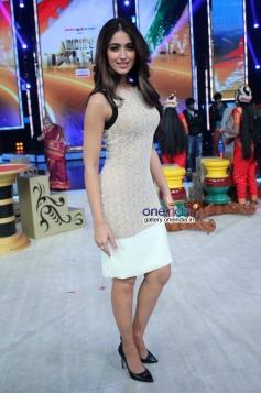Ileana D'Cruz promote Main Tera Hero on India's Got Talent 5