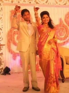 Meera Jasmine with her husband Anil John Titus having wine