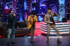Mika Singh, Udit Narayan and Manish Paul on Mad In India