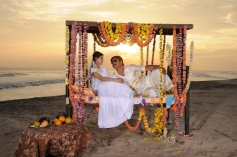 Srikanth and Manochitra stills from Naatu Kodi