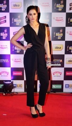 Nargis Fakhri at Mirchi Music Awards 2014