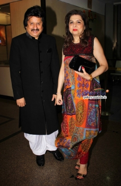 Pankaj Udhas with wife Farida at his concert