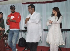 Ranbir and Ileana performs at Anurag Basu's Saraswati Pooja celebrations