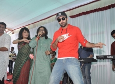 Ranbir Kapoor performs for Pritam Chakraborty song at Anurag Basu's Saraswati Pooja celebrations
