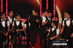 Raveena Tandon performs with India's Got Talent kids contestants