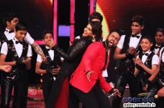 Raveena Tandon and VJ Andy on the sets of India's Got Talent