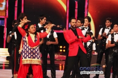 Raveena Tandon with Bharti Singh and VJ Andy on the sets of India's Got Talent