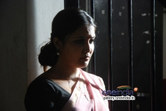 Sandra Amy still from Sivappu Eanakku Pidikkum