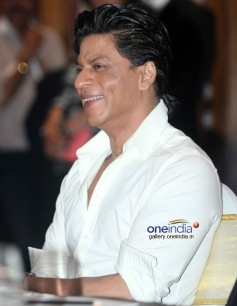 Shahrukh Khan at Discovery Channel's new show Living with KKR launch