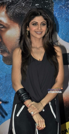 Shilpa Shetty at launch of song Tu Mere Type Ka Nahi Hai from film Dishkiyaoon