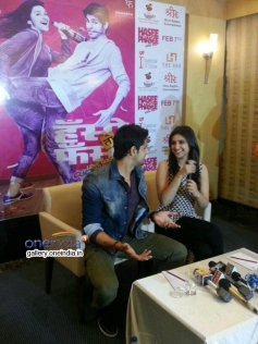Sidharth and Parineeti's film Hasee Toh Phasee promotion in Kolkata