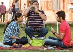 Sonam Kapoor, Rishi Kapoor and Ayushmann Khurrana still from film Bewakoofian