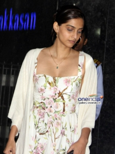 Sonam Kapoor snapped at Hakkasan Resturant Mumbai