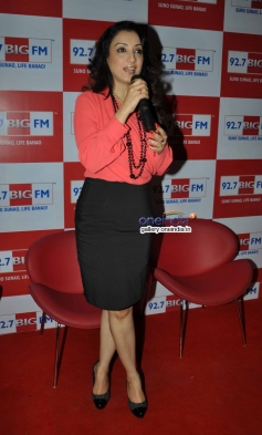Sonu Nigam along with his wife Madhurima Nigam at the Valentine Days special show