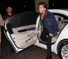 SRK arrives at Mid Day newspaper's relaunch party