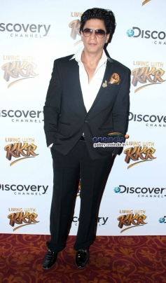 SRK poses at the launch of Discovery Channel's new show Living with KKR
