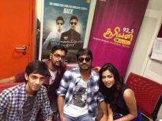 Velai Illa Pattathari film lead stars at Suryan FM