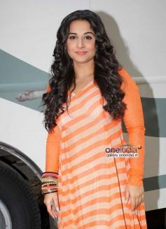 Vidya Balan poses during her film SKSE promotion on Bade Achhe Lagte Hain