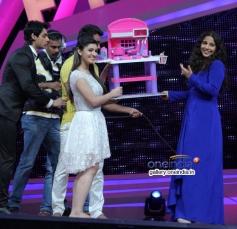 Vidya Balan with Nach Baliye 6 contestants during her film Shaadi Ke Side Effects promotion