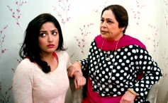 Yami Gautam and Kiron Kher still from film Total Siyapaa