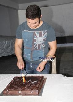 Aamir Khan celebrates his 49th birthday bash at Bandra