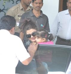 Aishwarya Rai with daughter Aaradhya Bachchan return from Holi celebration