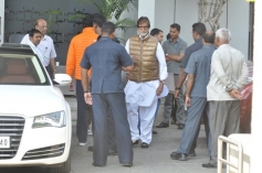Amitabh Bachchan with his family return from Holi celebration