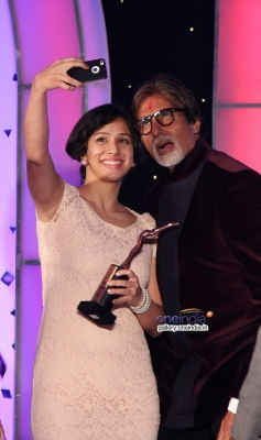 Amitabh Bachchan with the participant at Lavasa Women's Drive 2014