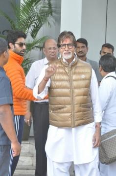 Amitabh Bachchan with son Abhishek Bachchan return from Holi celebration